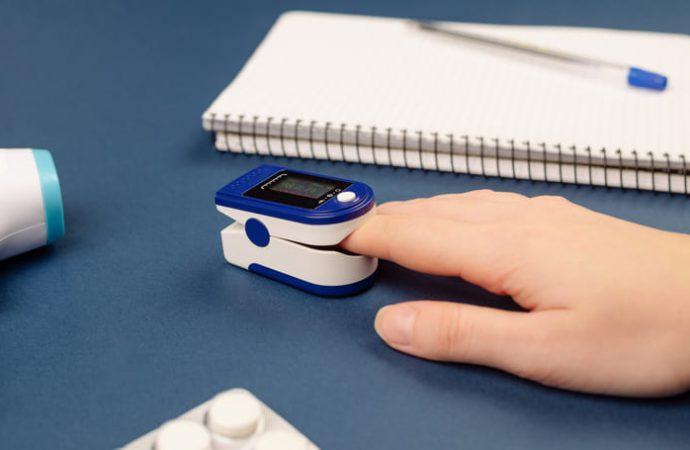Urządzenie do mierzenia poziomu tlenu we krwi – Pulsoksymetr (Pulse Oximeter): gdzie kupić, cena apteka, skład, sklep, dawkowanie, opinie